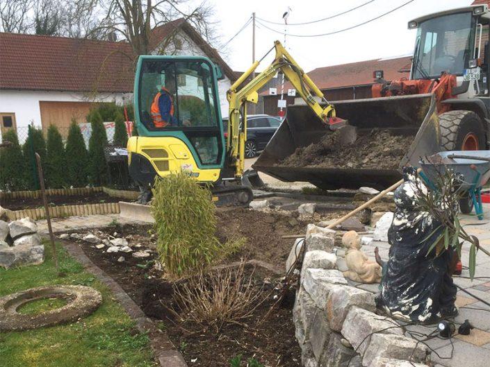 Hurlach: Teich mit Wasserlauf, Baggerarbeiten
