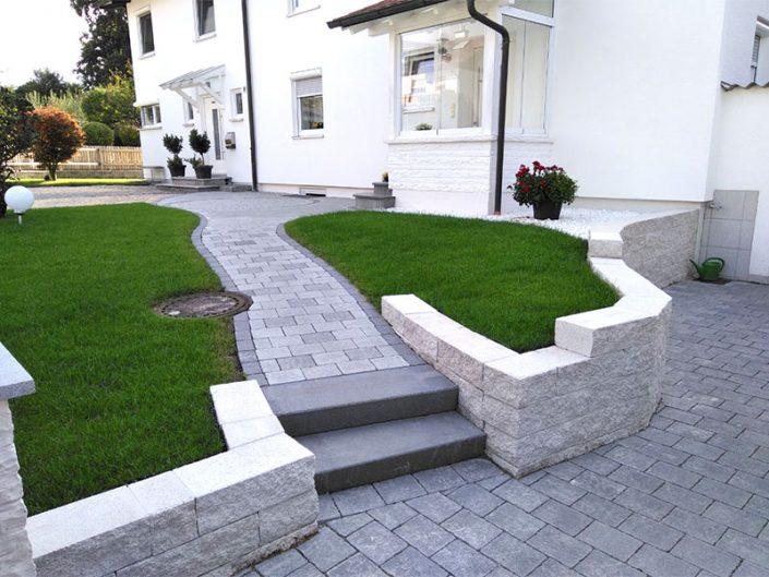 Gartenweg mit Treppe undMauer mit Mauerrbeiten Treppen, Weg